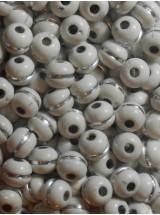 Бели топчета със сребърна нишка-8мм-50грама